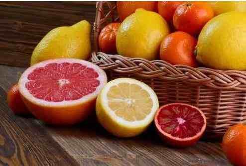 注意这些小细节可以让你更快减肥-用新鲜水果代替果汁,膳食纤维比较高