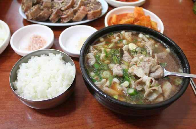 长期吃汤泡饭对胃的伤害很大.jpg
