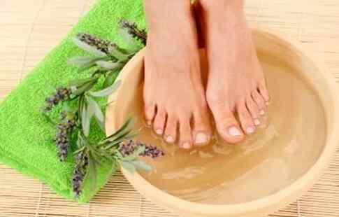 夏天用桔皮砂仁泡脚可以调理脾胃去胀气.jpg
